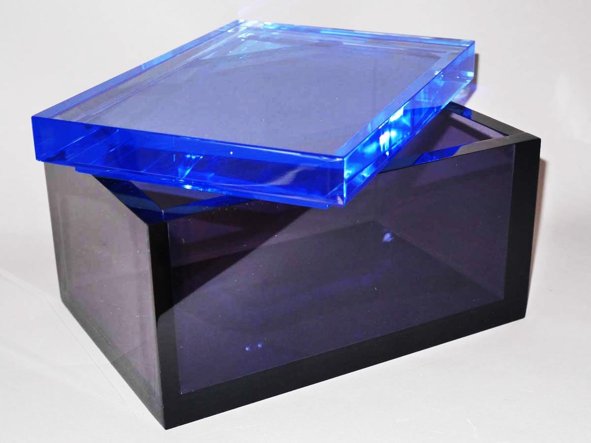 objets d co en plexiglas et sur mesure pluxi fabricant plexi. Black Bedroom Furniture Sets. Home Design Ideas